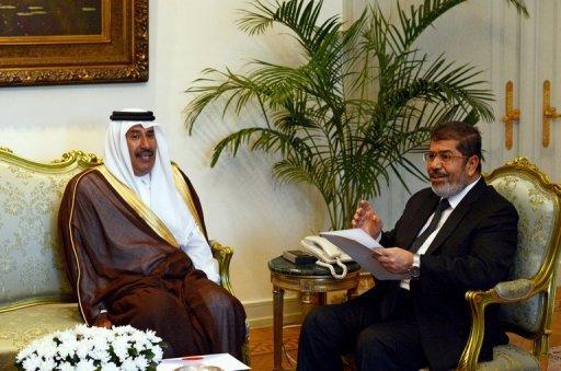 President Mohamed Morsi met Sheikh Hamad bin Jassem bin Jabr al-Thani in Cairo on 6 September 2012 (AFP Photo/Khaled Desouki)